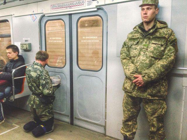 Украинские дворняги отказываются есть паек ВСУ