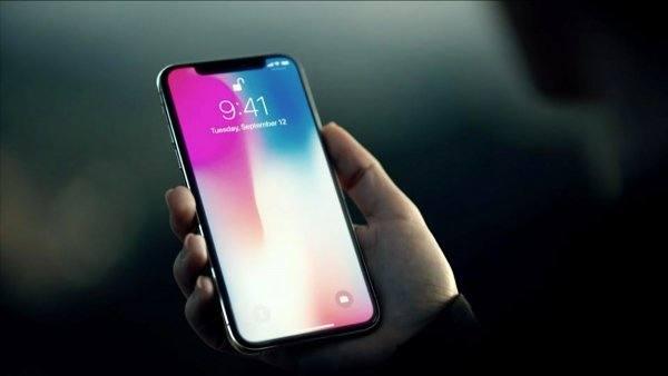 На Новом Арбате у москвички украли iPhone X за 105 тыс. рублей