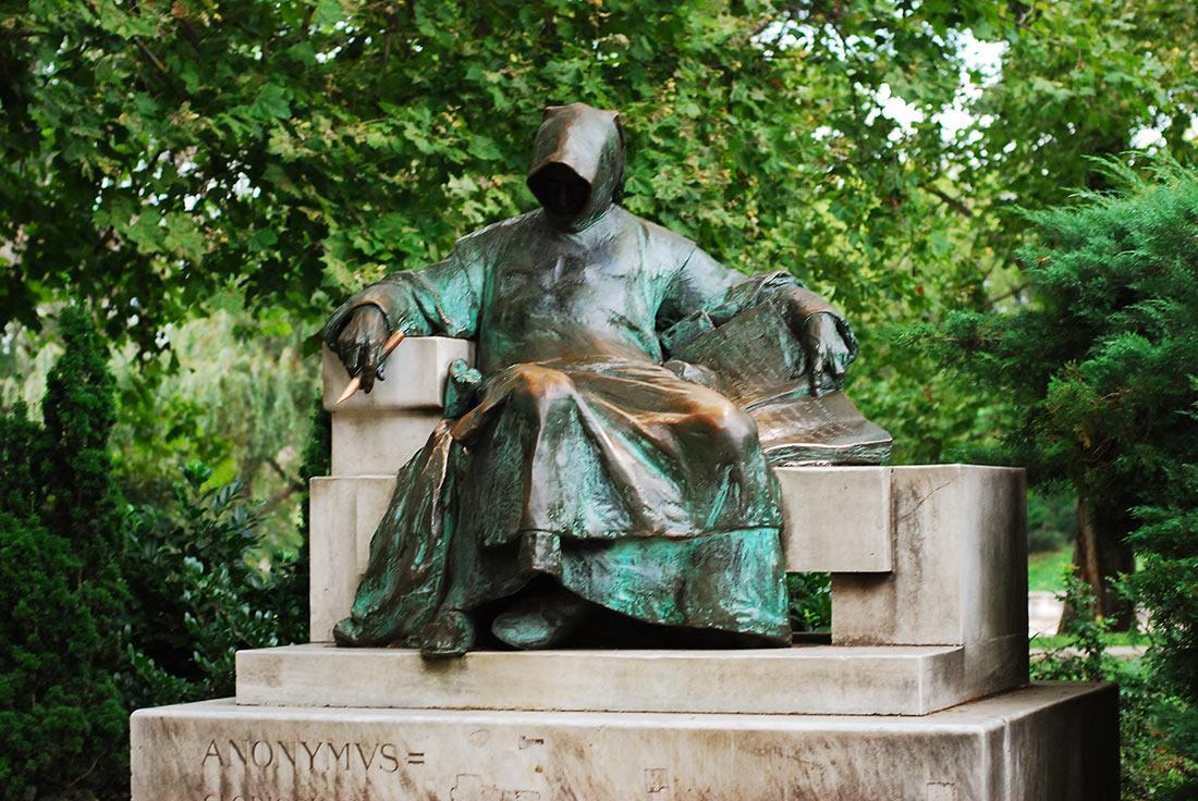 статуя Анонима