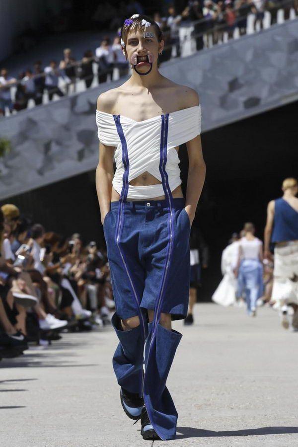 Этот мужской показ мод в Париже поразил даже самых стойких! Зрители смеялись до потери пульса...