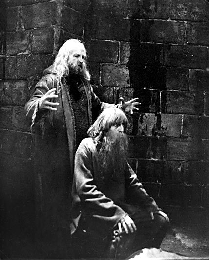 """Виктор Авилов в образе Графа Монте-Кристо на съемках фильма """"Узник замка Иф""""."""
