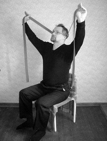 Ременной тренажёр накладывается на область затылка у основания черепа. Ремень удерживается двумя пальцами рук с небольшим натяжением под углом 45 градусов вверх 1-1,5 мин., до исчезновения состояния комфортности.