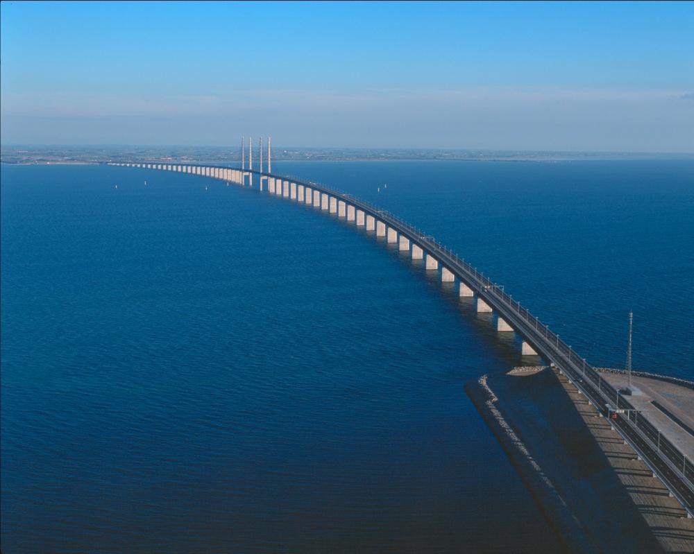 Уникальный «ныряющий» мост между Данией и Швецией