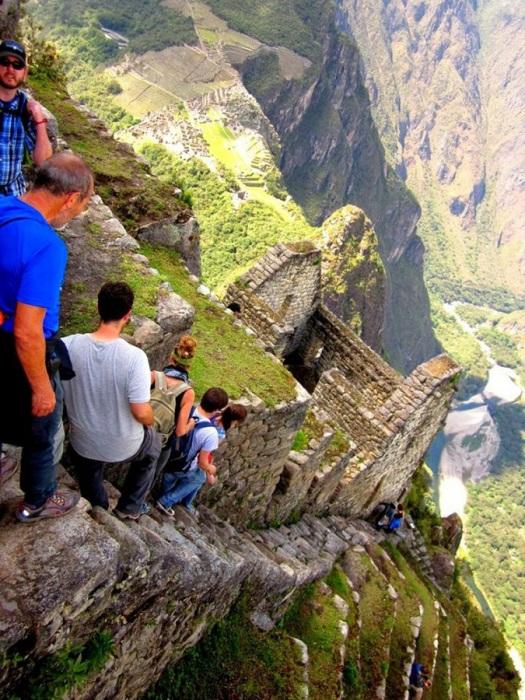 Высота горы Мачу Пикчу - 3150 метров.