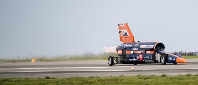 Сверхзвуковой автомобиль Bloodhound впервые продемонстрировал на публике свои возможности
