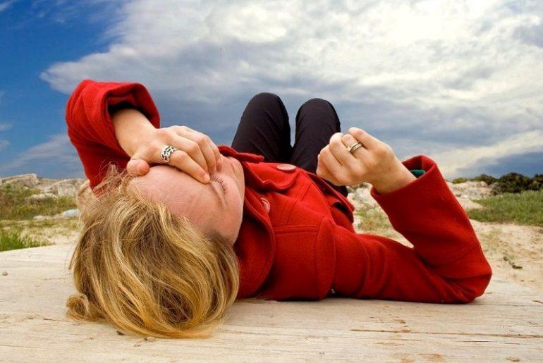 Упасть в обморок — это опасно и требует неотложного лечения