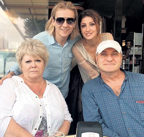 Александр Балуев перестал скрывать отношения с мамой известного артиста