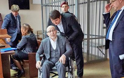 Мэр Харькова эвакуирован из зала суда в Полтаве из-за угрозы нападения