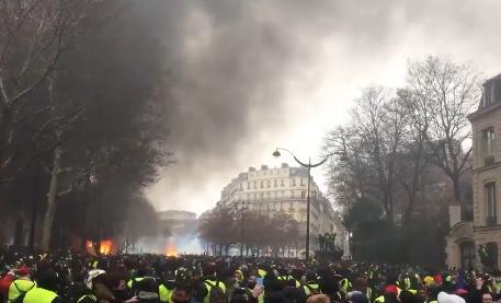 ″Будут брать Елисейский дворец″: Парижане опасаются настоящей революции
