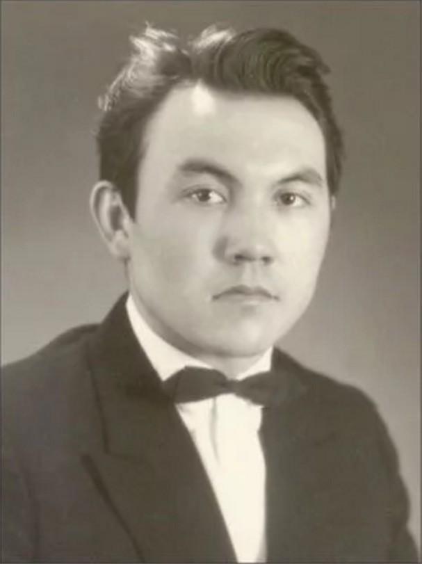 Нурсултан Назарбаев, президент Казахстана. история, политики в молодости, президенты