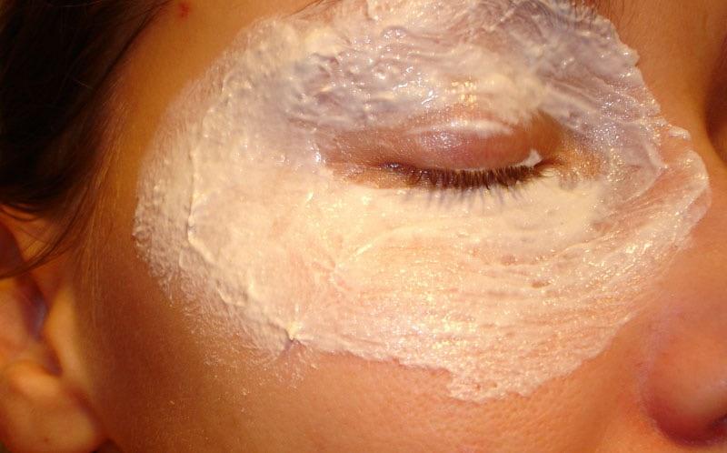 Маски для кожи под глазами в домашних условиях