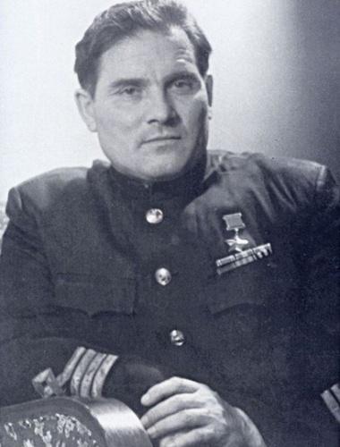 Девятаев Михаил - легендарный лётчик (380x500, 63Kb)