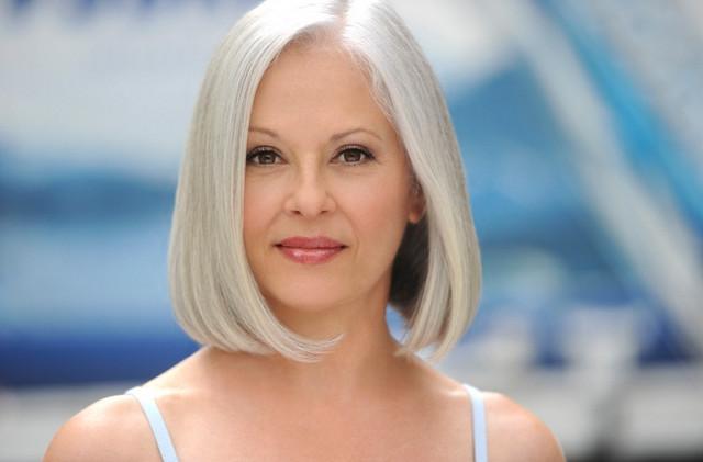 Фото у женщин бальзаковского возраста торчат волосы из купальника б фото 581-249