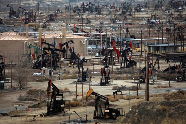 Добыча нефти в США растет не…
