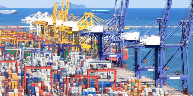 Несырьевой экспорт России вырос на 20% до $190 млрд.