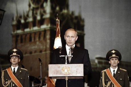 Владимир Путин выступает на торжественном вечере, посвящённом Дню милиции