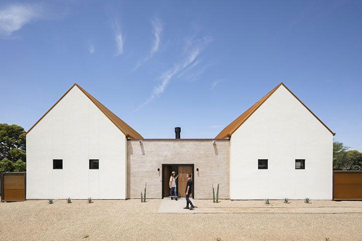 Лаконичный, но уютный современный дом в пустыне Аризоны