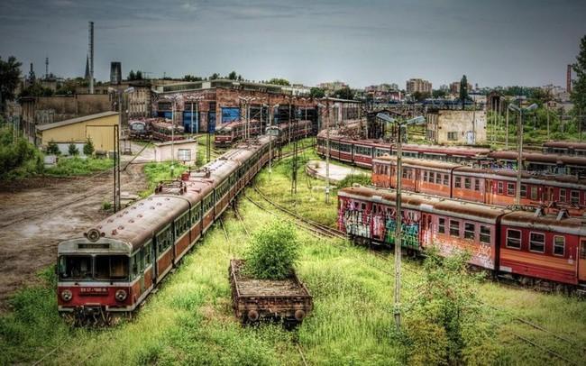Заброшенное депо Ченстохова в Польше заброшенное, природа, разрушение, цивилизация