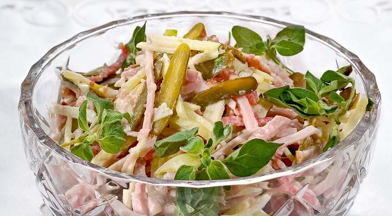 6 нескучных салатов к новогоднему столу. Приготовь что-то новенькое!