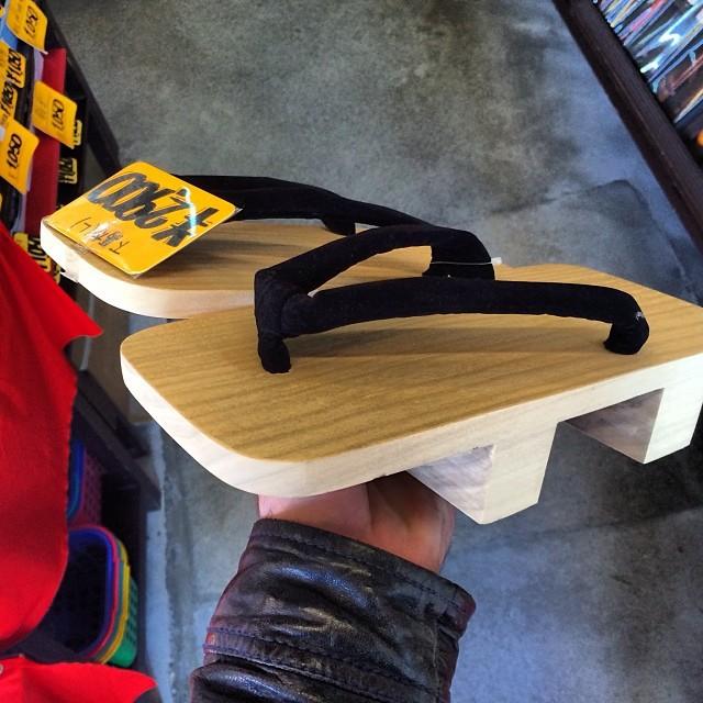 Местные беговые кроссовки в мире, люди, прикол, япония