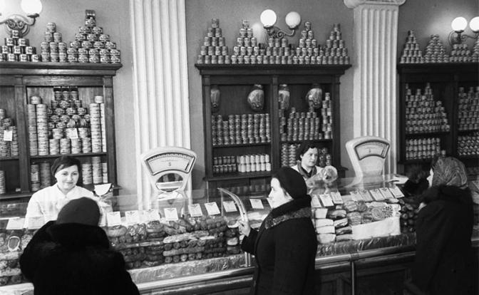 Сталинский подарок: Было время, и цены снижались. Почему ликовали не все?