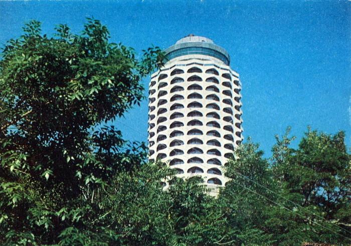 Многоэтажный архитектурный комплекс в городе Ереван.