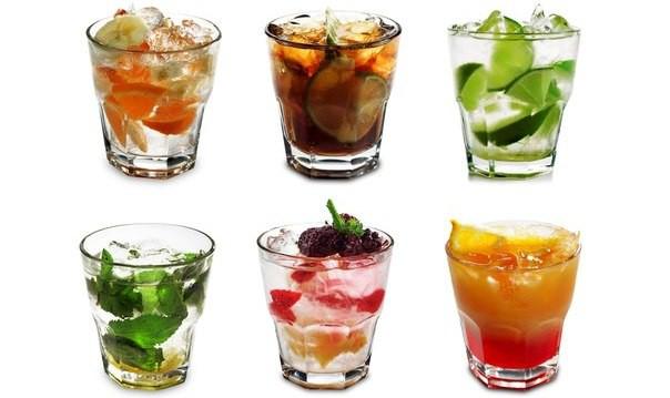 Почему в жару помогают холодные напитки