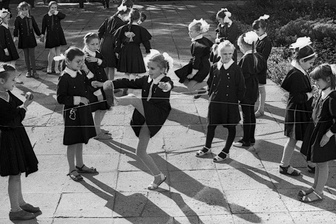 Что делали советские школьники после уроков: куклы из одуванчиков, выжигание и диафильмы