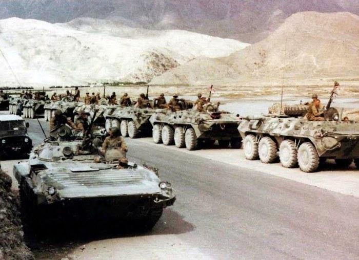 Для чего советские солдаты в Афганистане укладывали на дно грузовиков мешки с песком