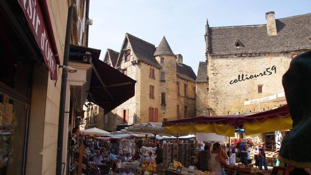 Очаровательные городок Сарла-ла-Канеда во Франции