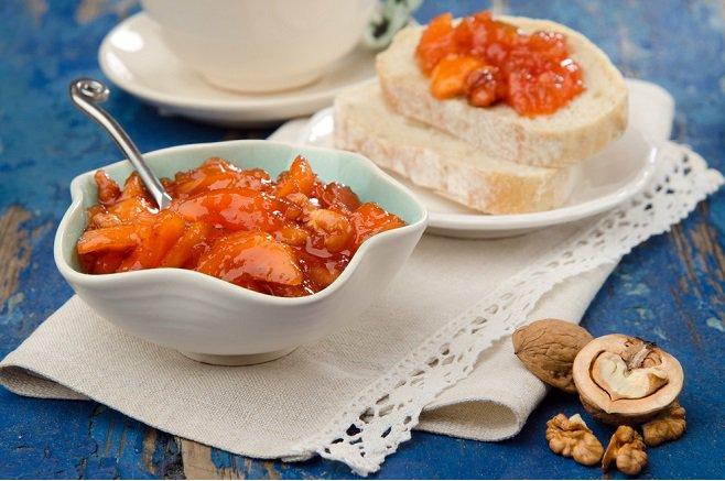 Абрикосовый конфитюр с грецкими орехами