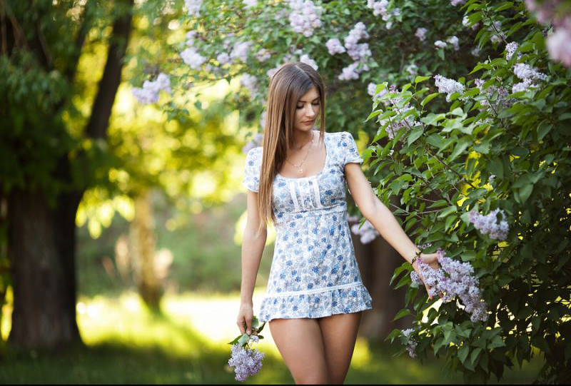 Девушки в стрингах и коротких платьях фото 756-560