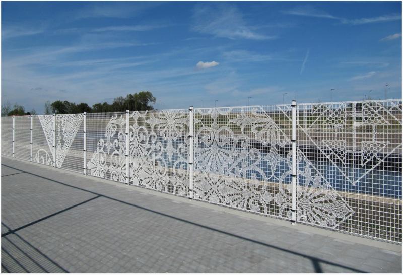 Оригинальная идея для дачников - вязанный забор