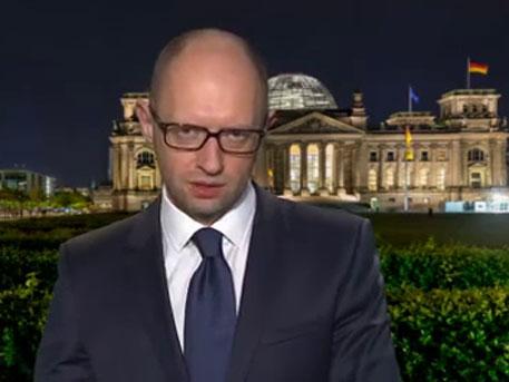 Яценюк удивил немцев, сказав, что в 1945 году советские войска вторглись в Германию и на Украину