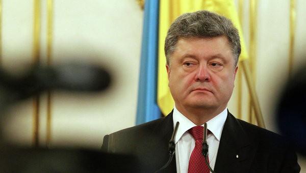 """Порошенко предложили изменить гимн из-за слов """"Ще не вмерла Україна"""""""