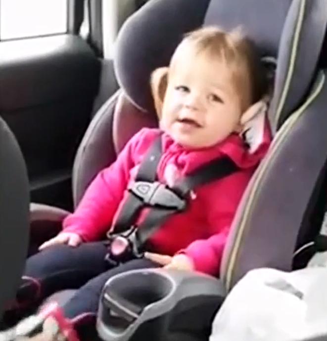 Маленькая певица (видео)