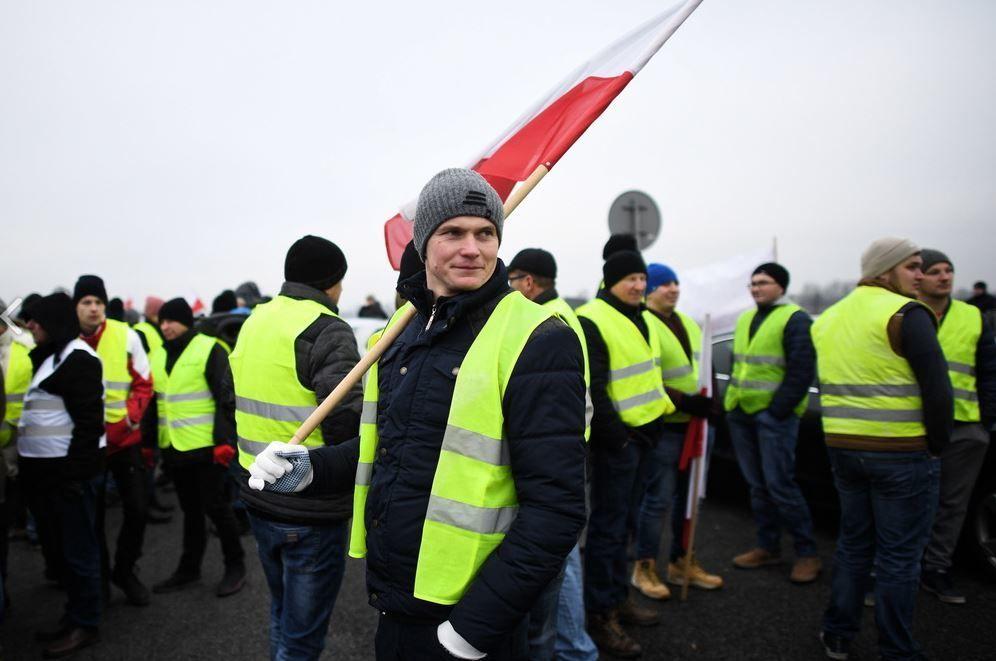 Болезнь распространяется: в Польше появились свои «желтые жилеты»