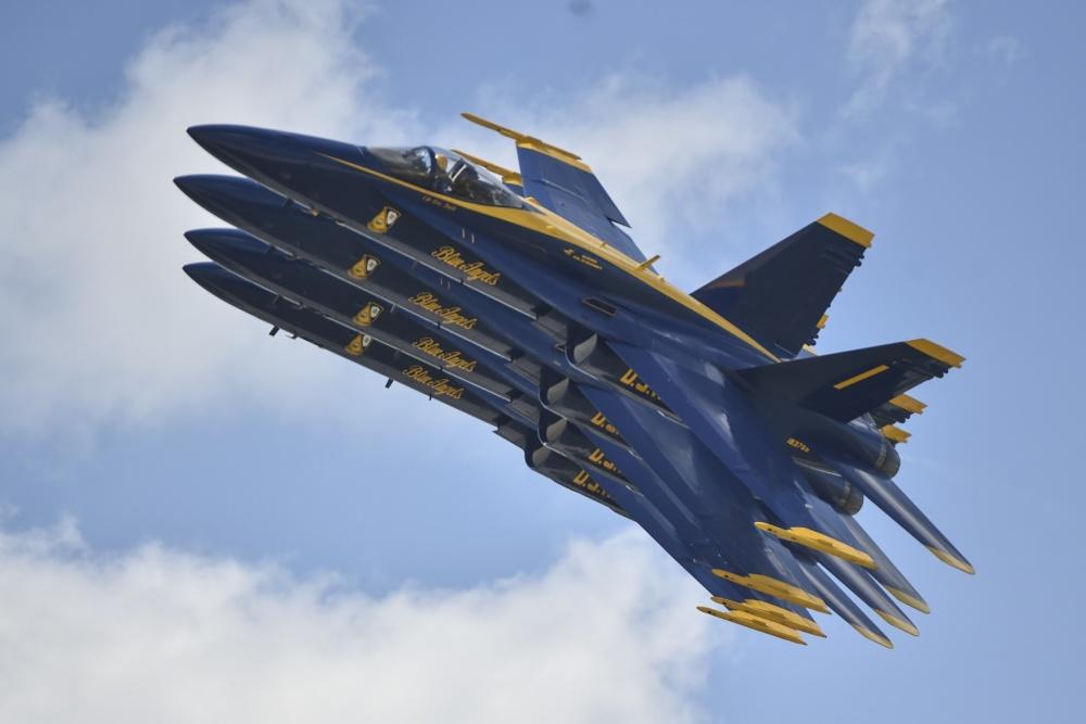 Американская пилотажная группа Blue Angels получит истребители F/A-18E/F Super Hornet