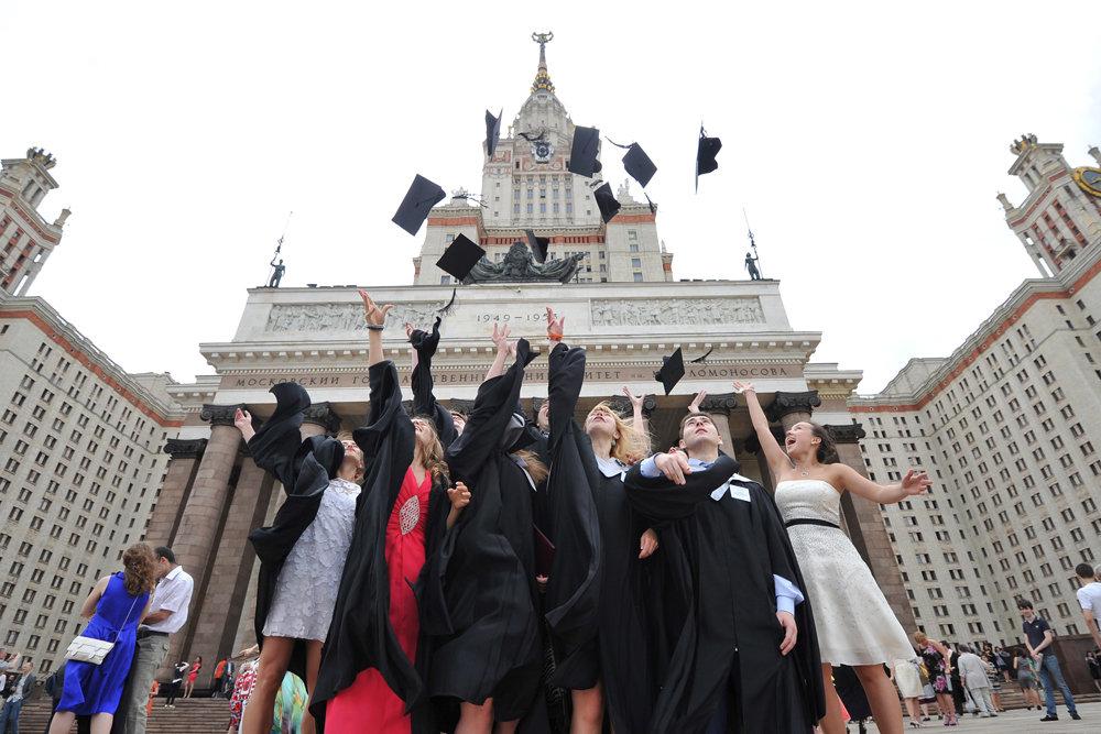 Выпускники МГУ и БГУ смогут получать двойной диплом о высшем образовании