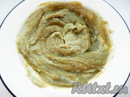 Добавить кунжутную пасту, по вкусу соль и специи, все тщательно перемешать и очень вкусный бабагануш готов.