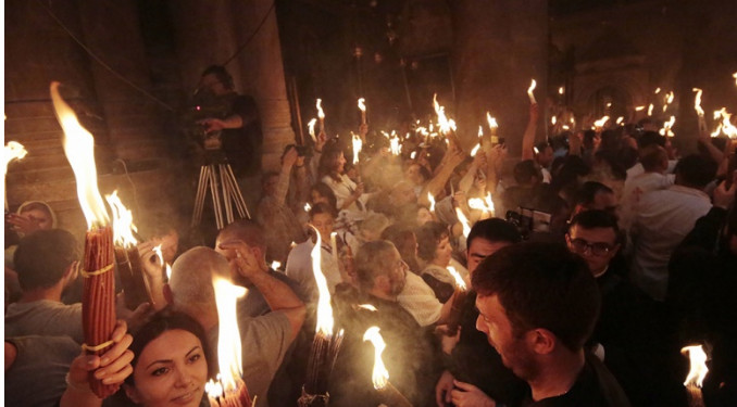 РПЦ: Благодатный огонь смогут приносить в РФ после разрыва отношений с Константинополем