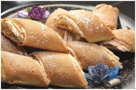 Рулет-печенье с грецкими орехами и безе