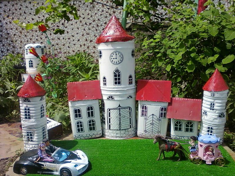 Миниатюрный замок для сада