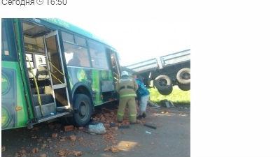 До 16 человек возросло число жертв ДТП под Омском