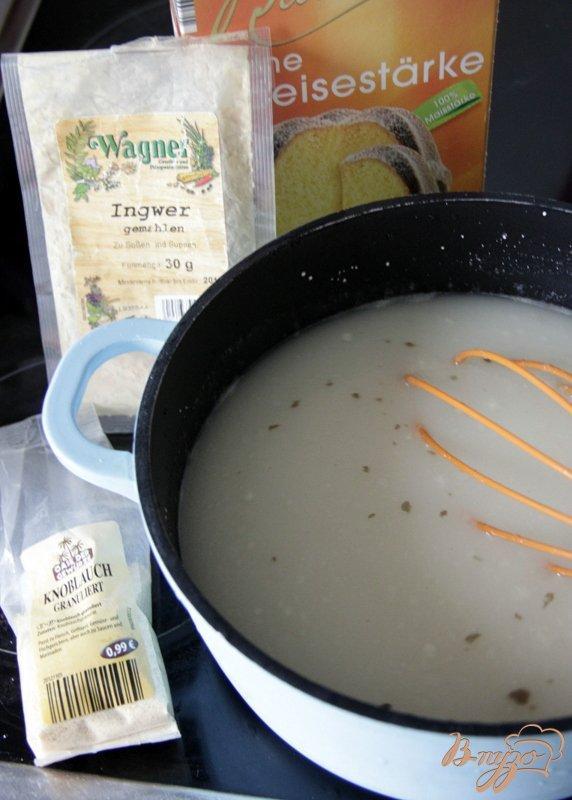 Фото приготовление рецепта: Яичный суп с кукурузой и сыром шаг №1