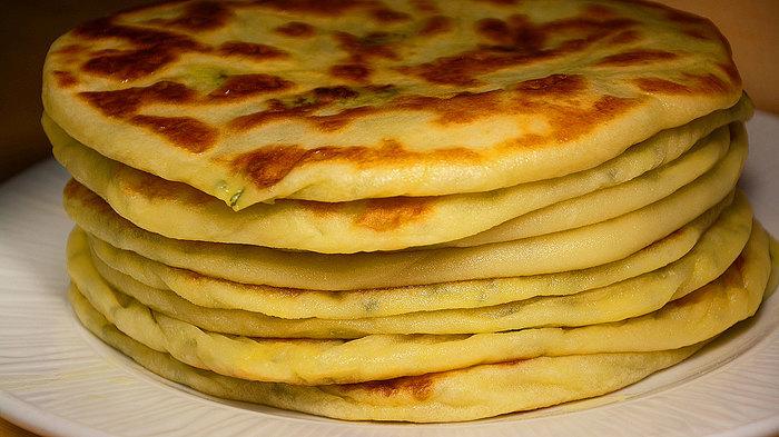 Лепешки с картошкой из сырного теста на кефире (на сухой сковороде) Кулинария, еда, рецепт, лепешки, лепешки на кефире, лепешки с картошкой, вкусно, видео, длиннопост