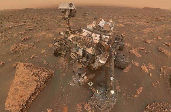 Марсоход Curiosity прислал селфи из пыльной бури на Марсе