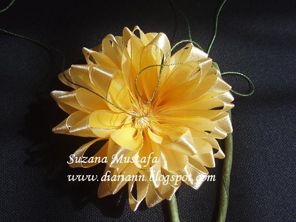 Цветы из лент хризантема
