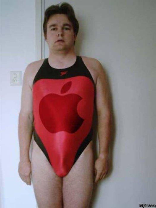Очень экстравагантный цельный купальник ярко-красного цвета с изображением знаменитого яблока.