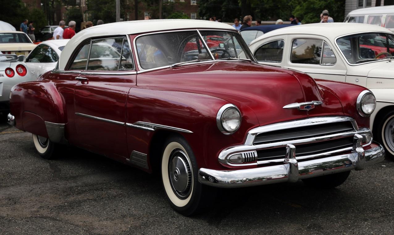 1951 год. Chevrolet Deluxe Bel Air Hardtop Coupé. «Бель Эйр» первого поколения стал классикой послевоенного автомобильного дизайна. chevrolet, автодизайн, красота